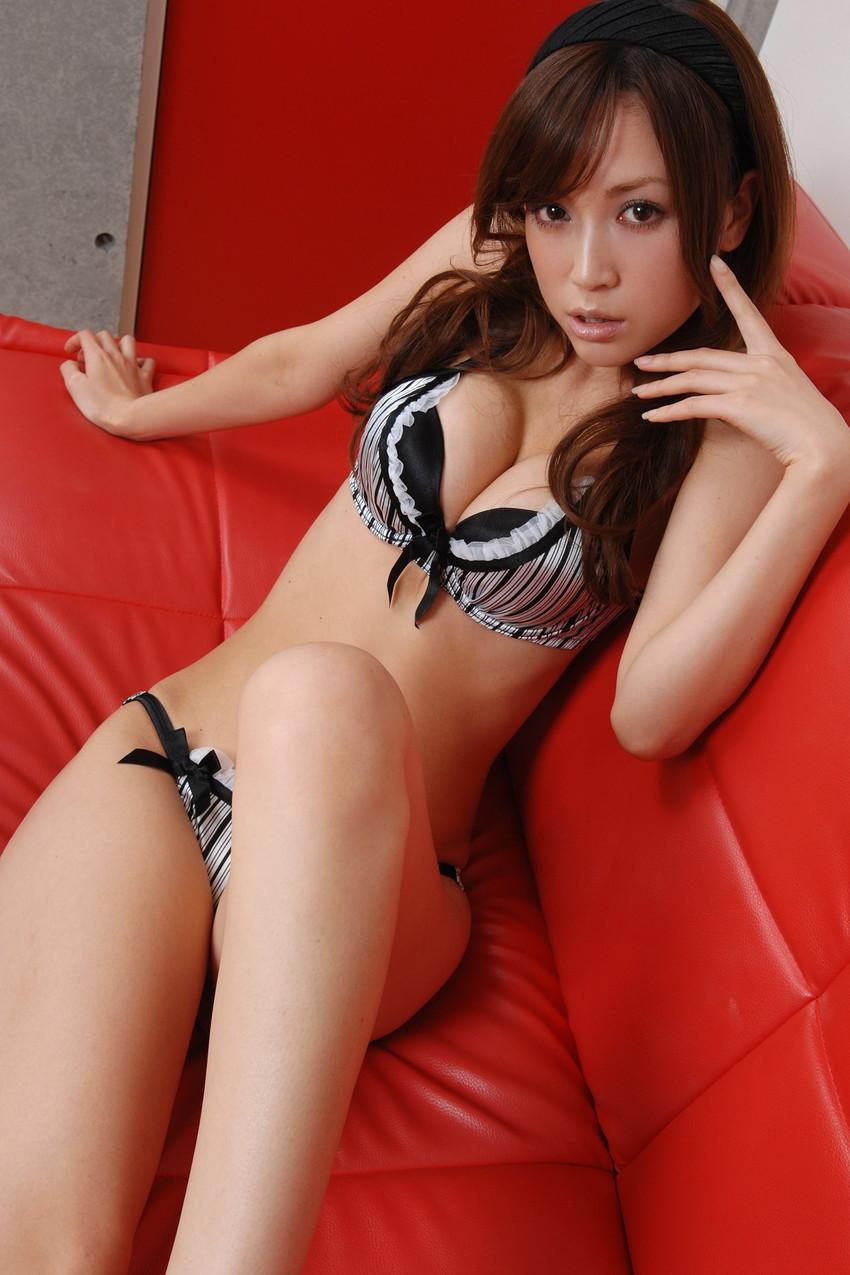【ランジェリーエロ画像】下着姿の女の子たち!女性下着ってめっちゃ華やかでエロい! 29