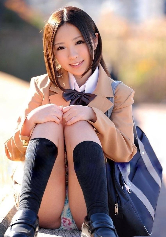 【JKコスプレエロ画像】まるでホンモノJKと見まごうばかりのJKコスプレ女子! 24