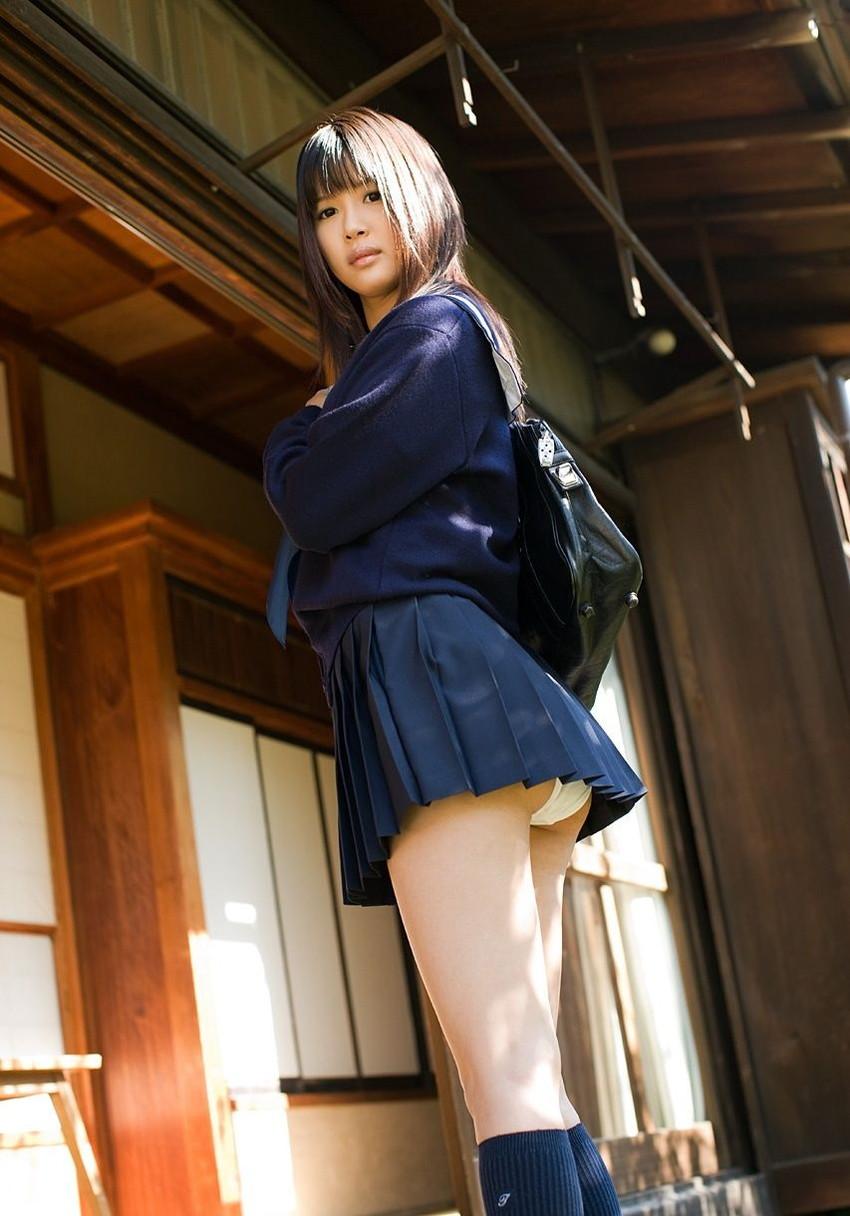 【JKコスプレエロ画像】まるでホンモノJKと見まごうばかりのJKコスプレ女子! 28