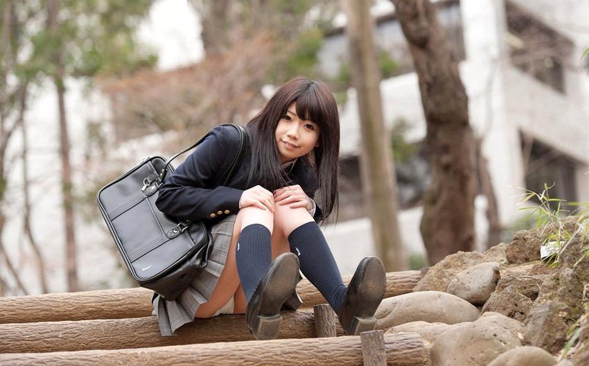 【JKコスプレエロ画像】まるでホンモノJKと見まごうばかりのJKコスプレ女子! 34