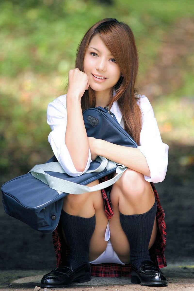 【JKコスプレエロ画像】まるでホンモノJKと見まごうばかりのJKコスプレ女子! 36