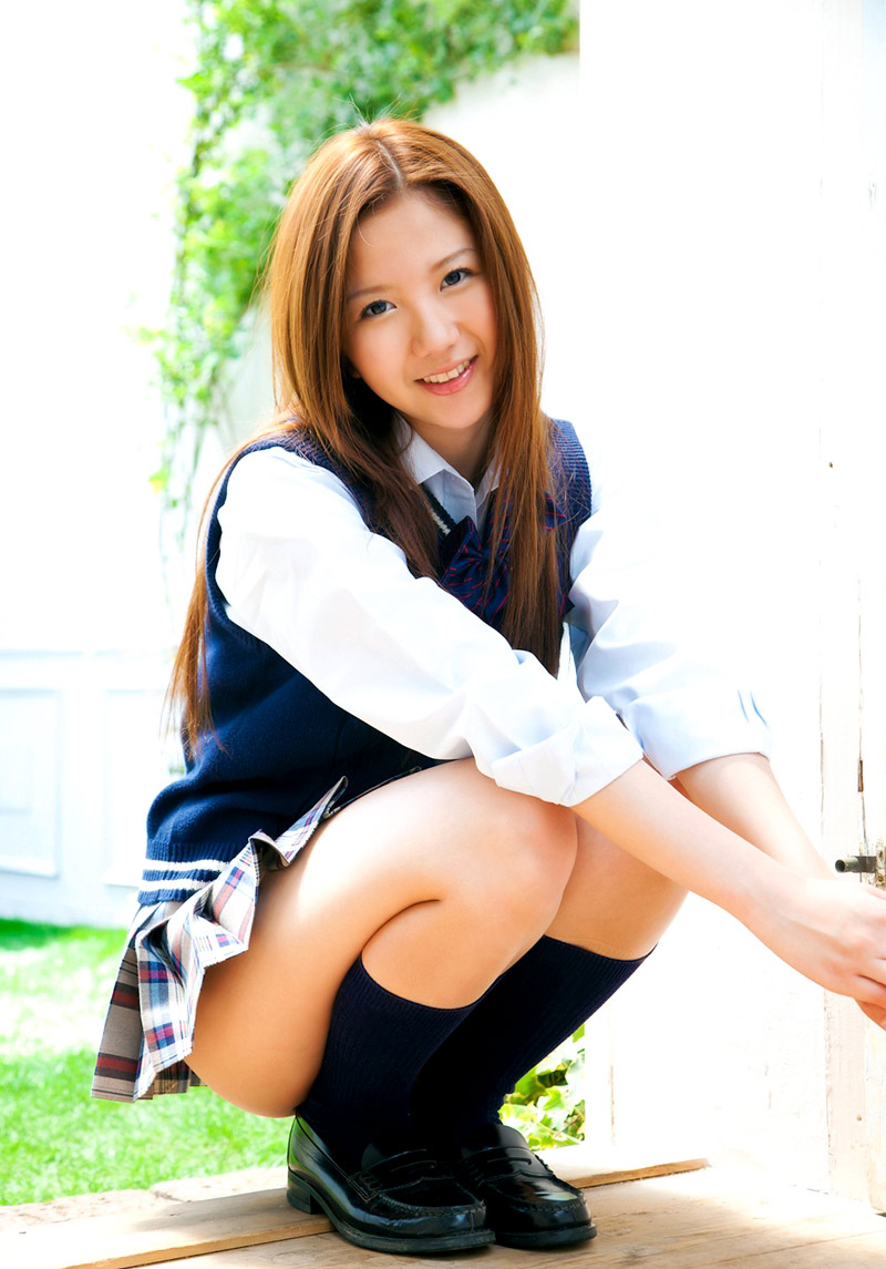 【JKコスプレエロ画像】まるでホンモノJKと見まごうばかりのJKコスプレ女子! 51