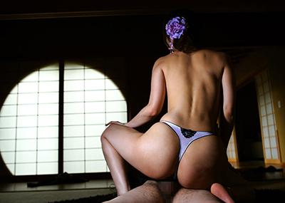 【パンツ半脱ぎセックスエロ画像】パンツだけ残してセックスしている男女!