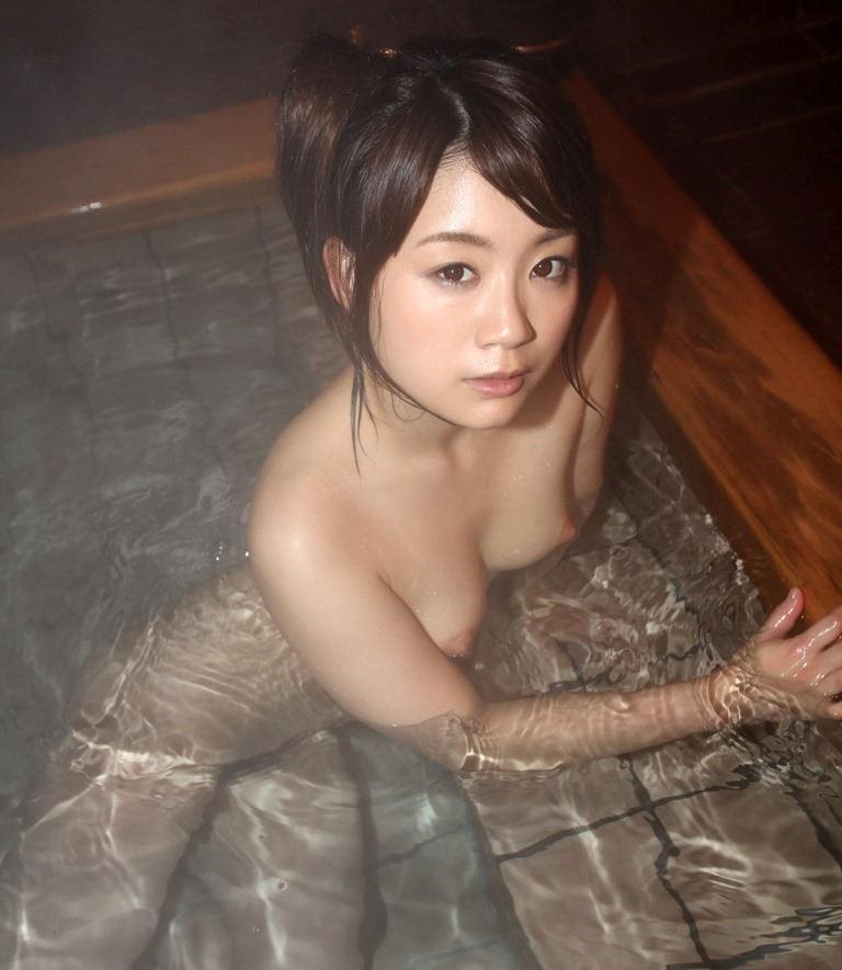 【入浴エロ画像】入浴中の女の子の画像集めてみたら、当然だけど全裸だった件w 10