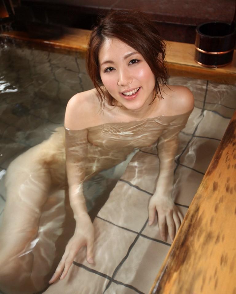 【入浴エロ画像】入浴中の女の子の画像集めてみたら、当然だけど全裸だった件w 13