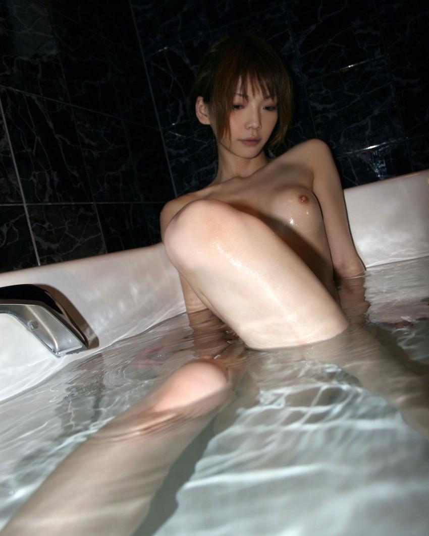 【入浴エロ画像】入浴中の女の子の画像集めてみたら、当然だけど全裸だった件w 16