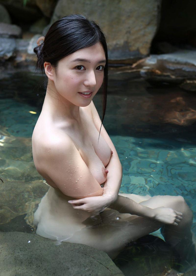 【入浴エロ画像】入浴中の女の子の画像集めてみたら、当然だけど全裸だった件w 17