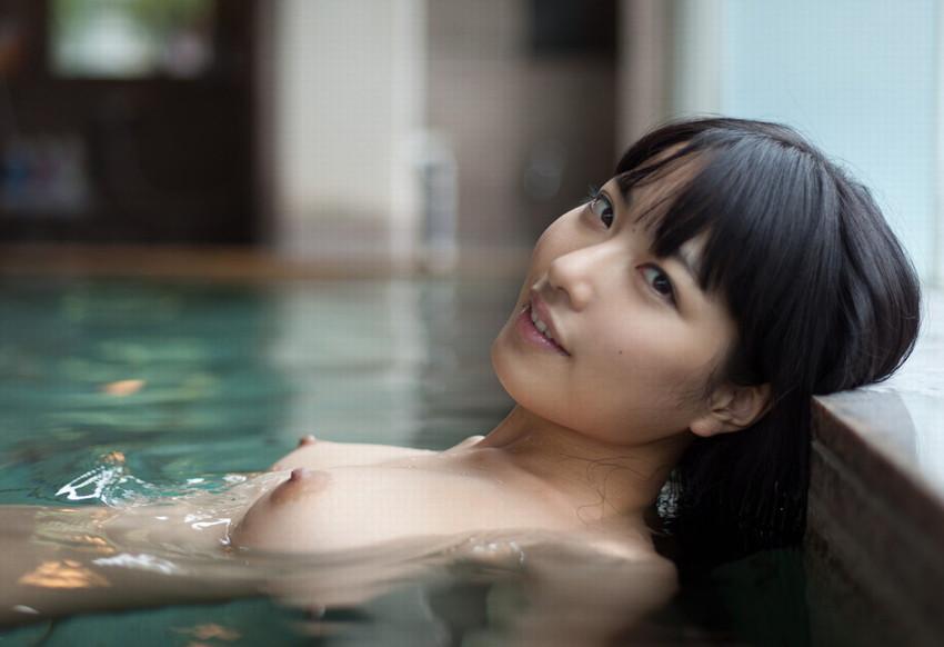 【入浴エロ画像】入浴中の女の子の画像集めてみたら、当然だけど全裸だった件w 22