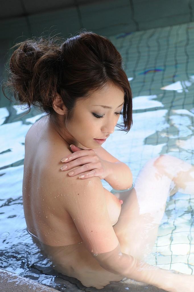 【入浴エロ画像】入浴中の女の子の画像集めてみたら、当然だけど全裸だった件w 44