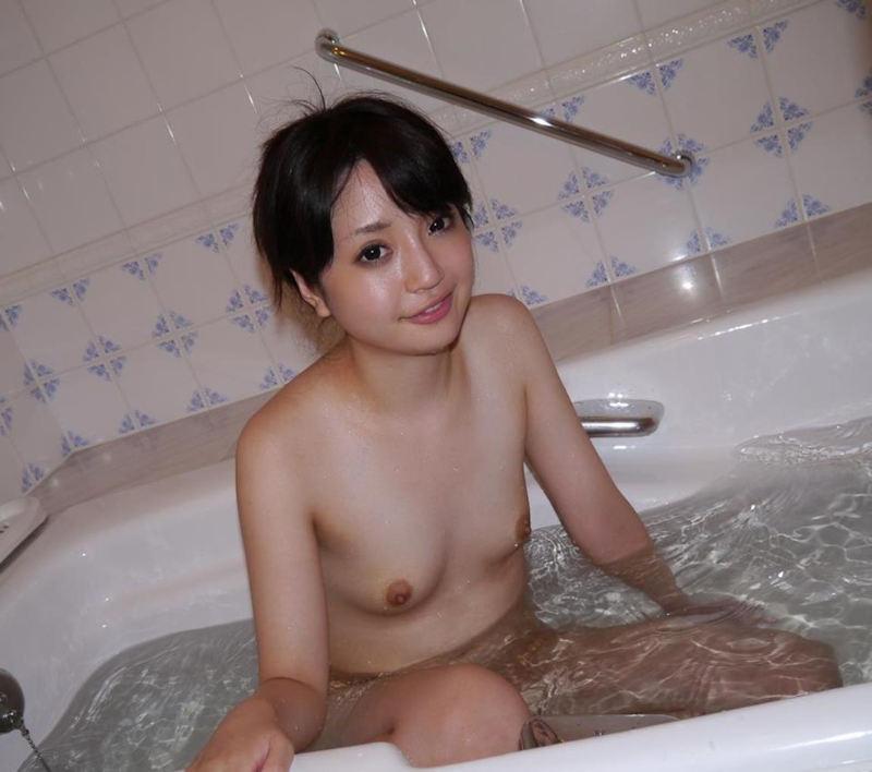 【入浴エロ画像】入浴中の女の子の画像集めてみたら、当然だけど全裸だった件w 53
