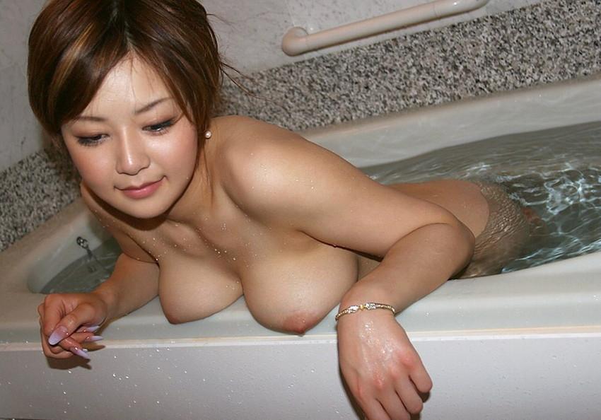 【入浴エロ画像】入浴中の女の子の画像集めてみたら、当然だけど全裸だった件w 69