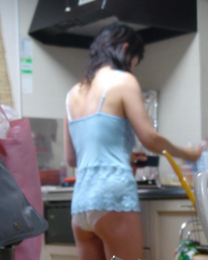 【家庭内エロ画像】家庭内で撮ったこんなエロ画像!一体だれの仕業だよ!? 27