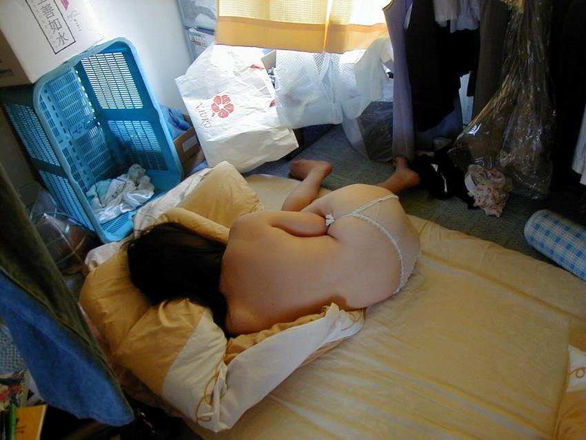 【家庭内エロ画像】家庭内で撮ったこんなエロ画像!一体だれの仕業だよ!? 81