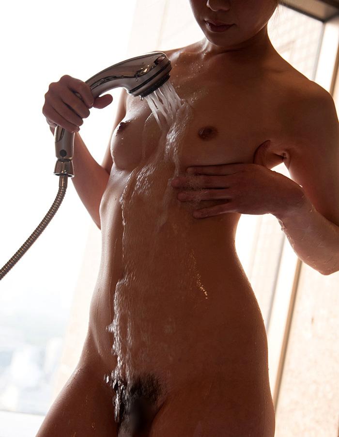 【シャワーエロ画像】シャワーを浴びている女の子なんだから全裸は当然だよなw 43