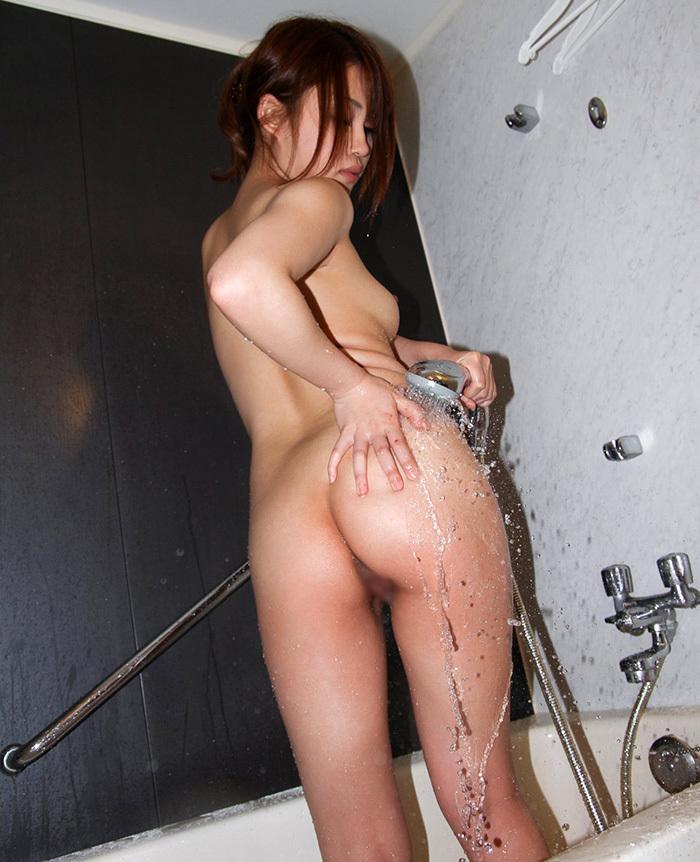 【シャワーエロ画像】シャワーを浴びている女の子なんだから全裸は当然だよなw 67