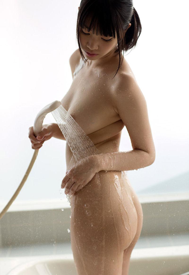 【シャワーエロ画像】シャワーを浴びている女の子なんだから全裸は当然だよなw 82