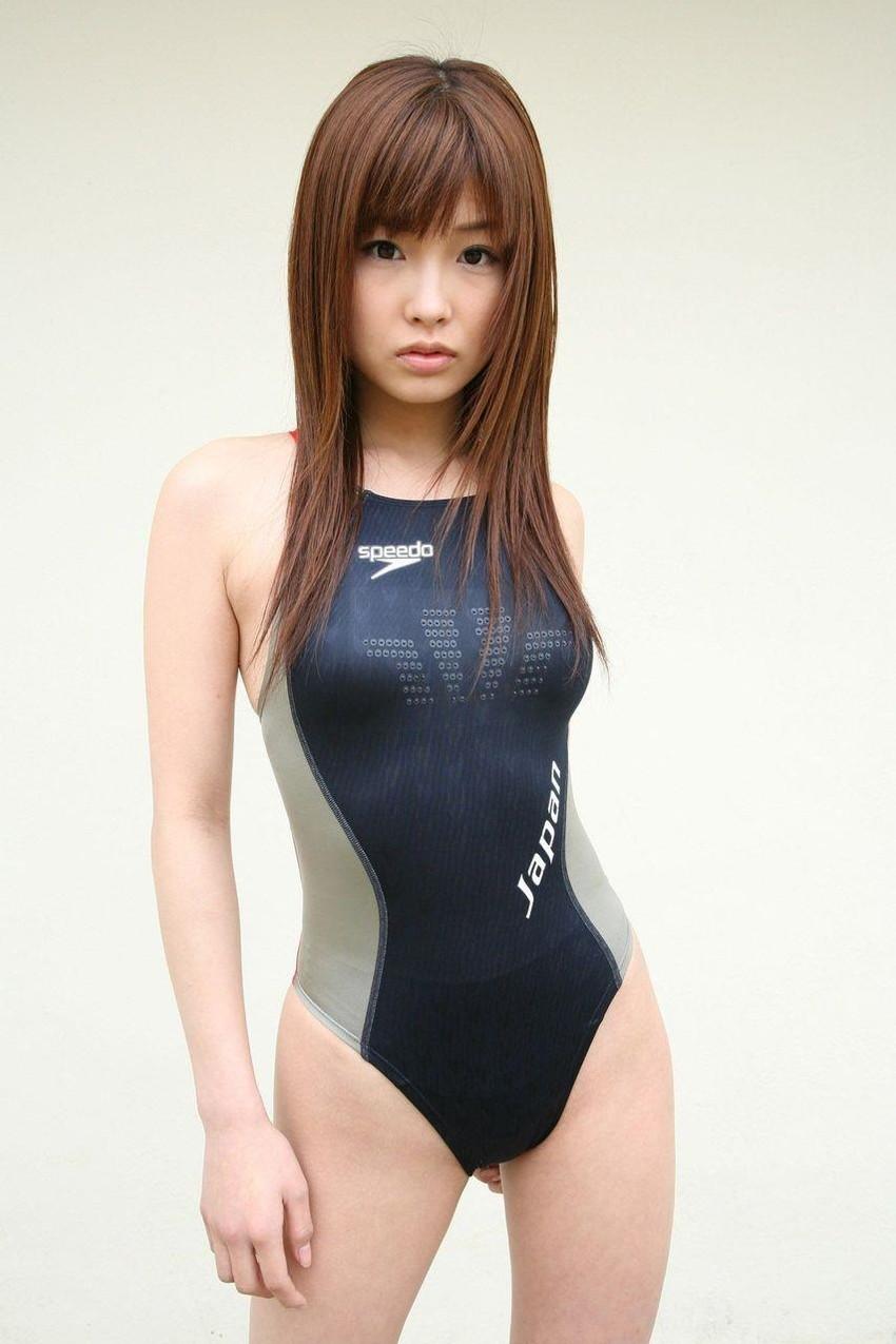 【競泳水着エロ画像】競泳用の水着なのにやたらエロい感じがする競泳水着! 48