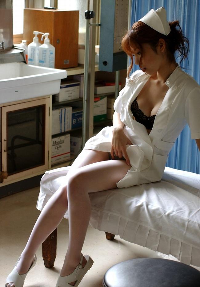 【ナースエロ画像】ワイ、こんな可愛い白衣の天使とイチャラブしたいと切に思う。 42
