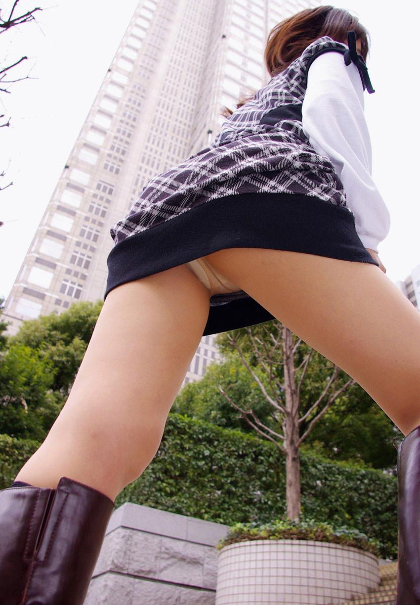 【パンチラエロ画像】寒い時期でも見たいものは見たい!パンチラ特集! 81