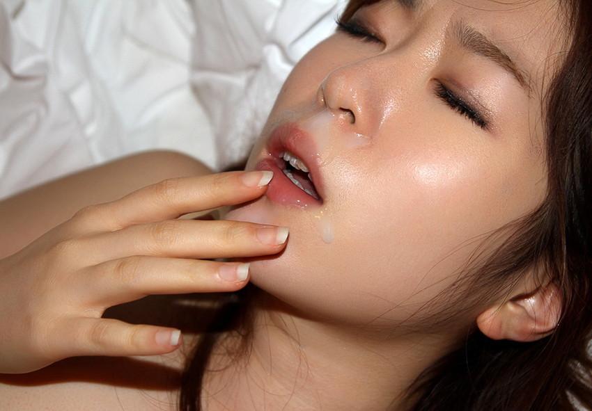 【顔射エロ画像】男の支配欲を満たす!顔射の餌食化した女子たちの卑猥な表情! 53