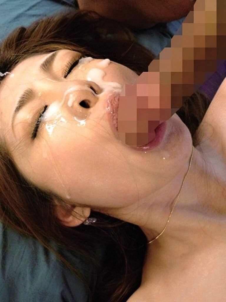 【顔射エロ画像】男の支配欲を満たす!顔射の餌食化した女子たちの卑猥な表情! 75