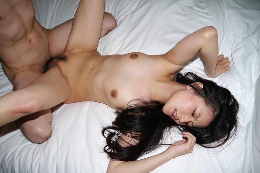 【正常位エロ画像】世界各国で共通して一番ノーマルな体位とされる正常位セックス! 21