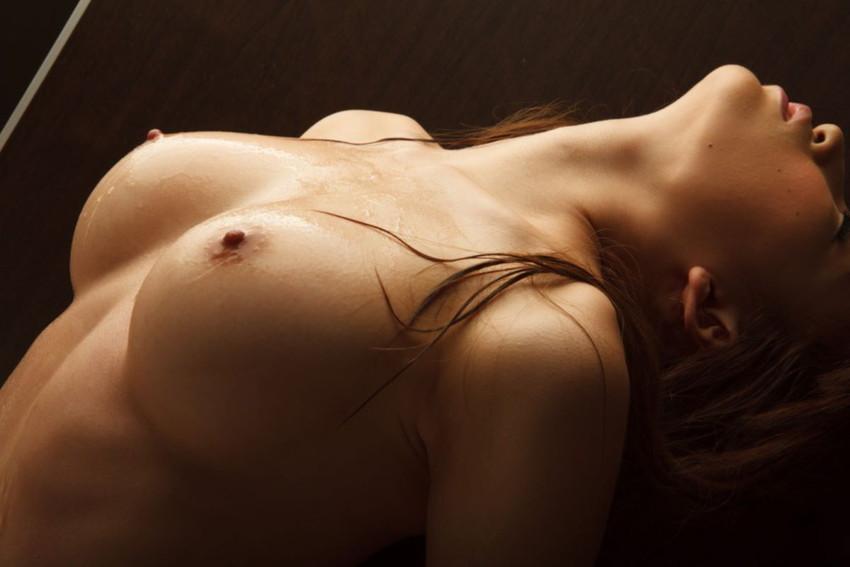 【美乳エロ画像】真の美乳は小一時間眺めていても飽きることはない!www 24