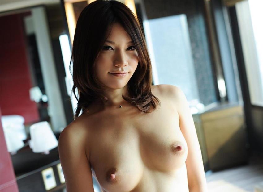 【美乳エロ画像】真の美乳は小一時間眺めていても飽きることはない!www 40