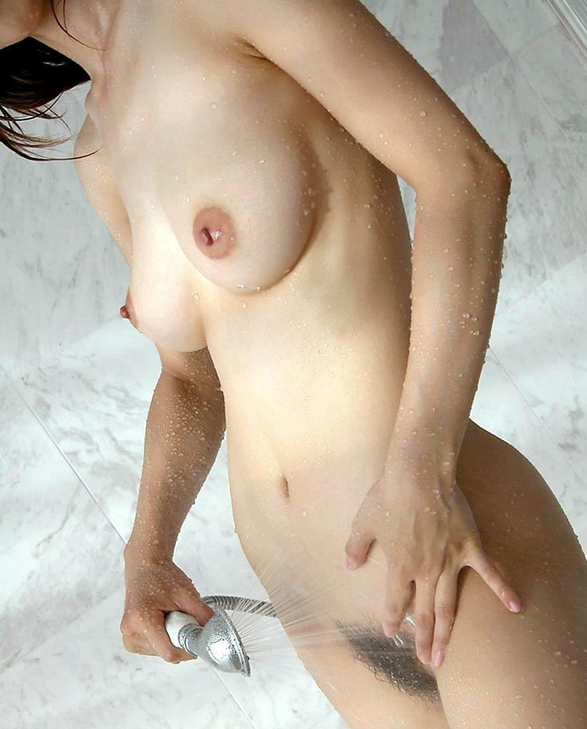 【シャワーエロ画像】女の子が日常で全裸になる瞬間!シャワーシーン! 03