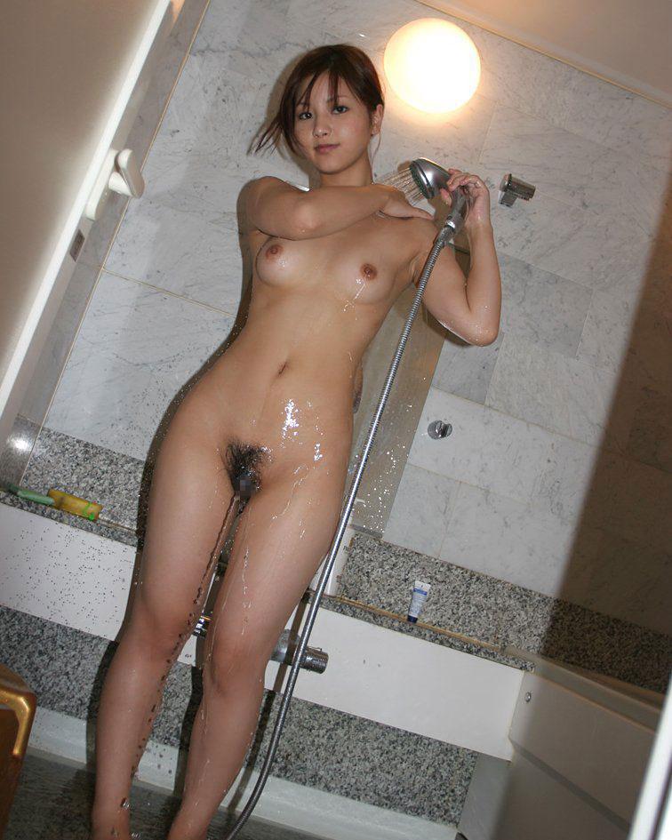【シャワーエロ画像】女の子が日常で全裸になる瞬間!シャワーシーン! 14