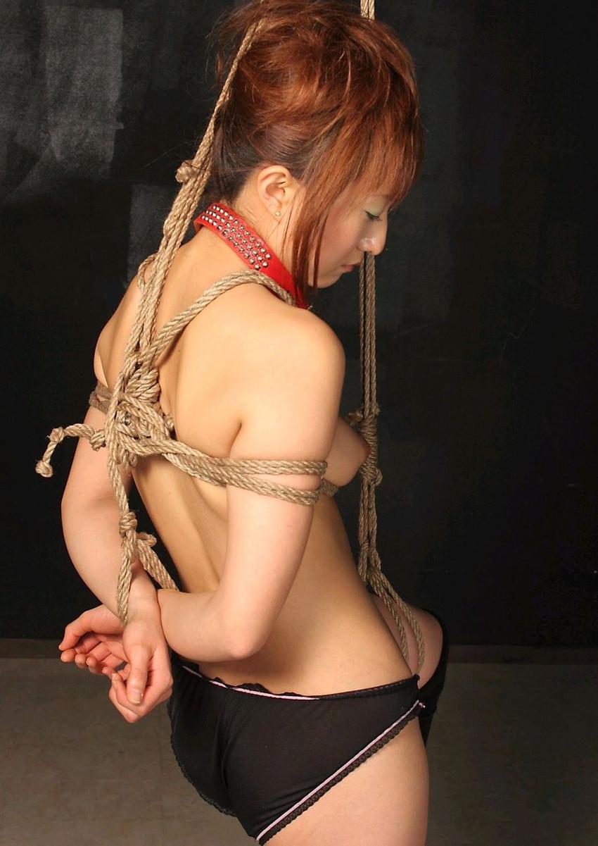 【SM緊縛エロ画像】食い込むロープ!女の子をロープで緊縛してみた結果! 09