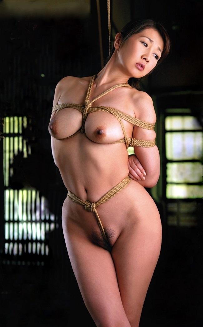 【SM緊縛エロ画像】食い込むロープ!女の子をロープで緊縛してみた結果! 15