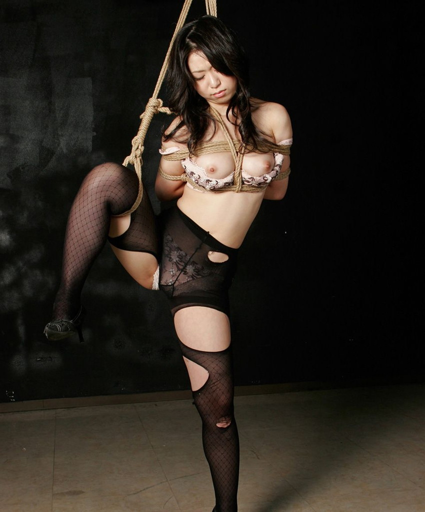 【SM緊縛エロ画像】食い込むロープ!女の子をロープで緊縛してみた結果! 36