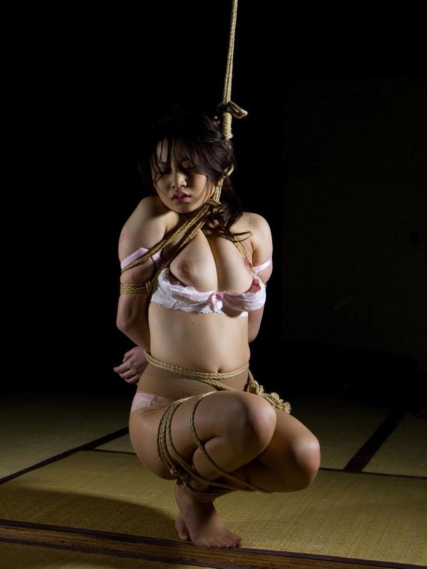 【SM緊縛エロ画像】食い込むロープ!女の子をロープで緊縛してみた結果! 42