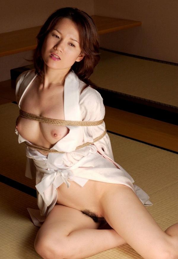 【SM緊縛エロ画像】食い込むロープ!女の子をロープで緊縛してみた結果! 75