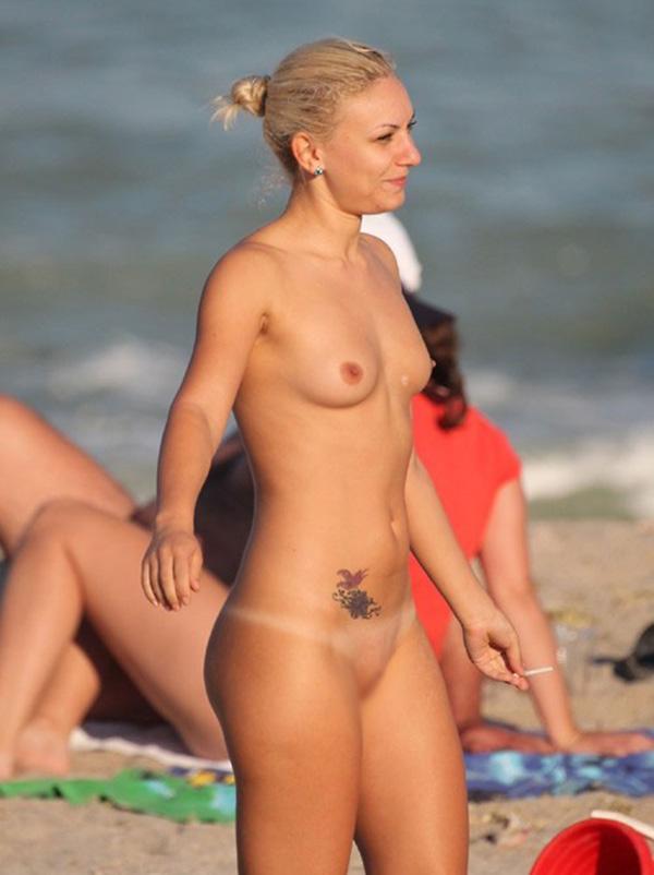【ヌーディストビーチエロ画像】全裸女が闊歩する海外のヌーディストビーチ! 31
