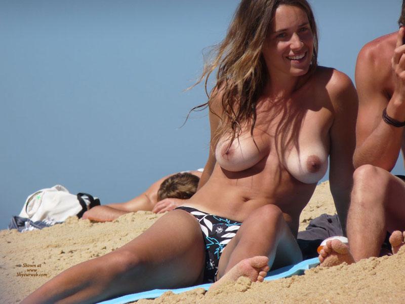 【ヌーディストビーチエロ画像】全裸女が闊歩する海外のヌーディストビーチ! 52