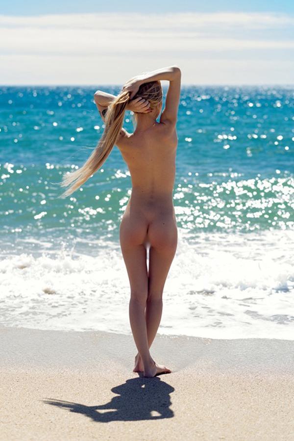 【ヌーディストビーチエロ画像】全裸女が闊歩する海外のヌーディストビーチ! 80