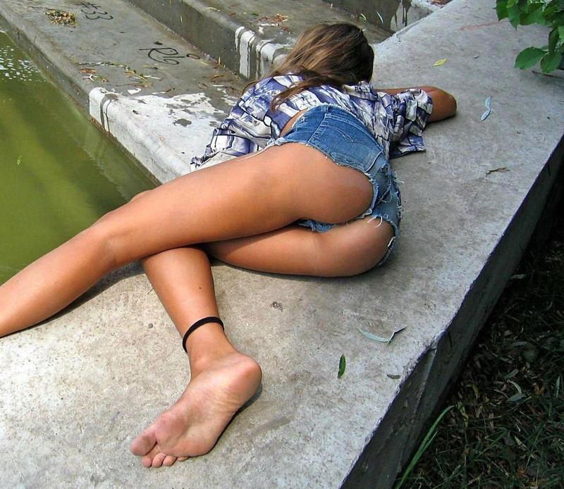 【ホットパンツエロ画像】女の子が薄着になる季節が恋しくなるホットパンツ! 44
