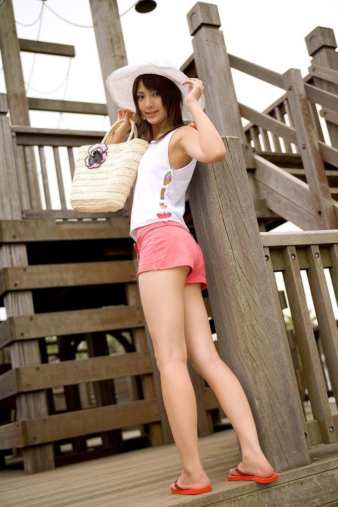 【ホットパンツエロ画像】女の子が薄着になる季節が恋しくなるホットパンツ! 48