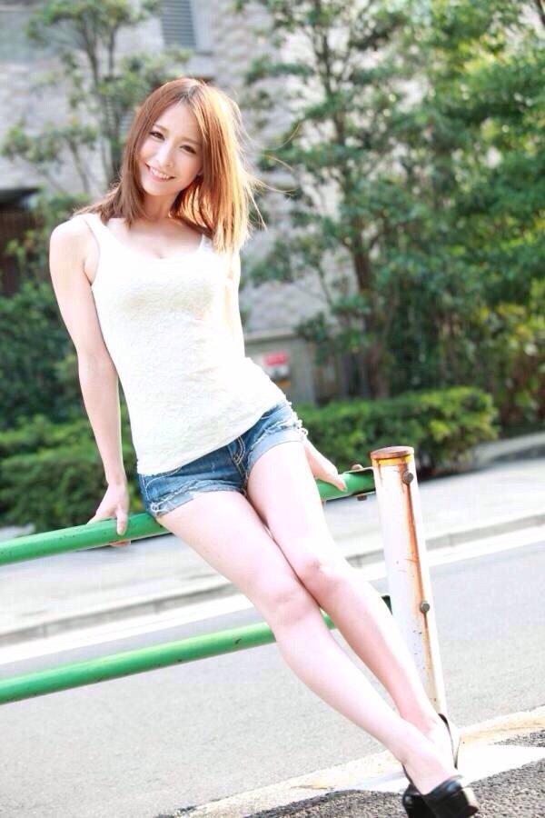 【ホットパンツエロ画像】女の子が薄着になる季節が恋しくなるホットパンツ! 49
