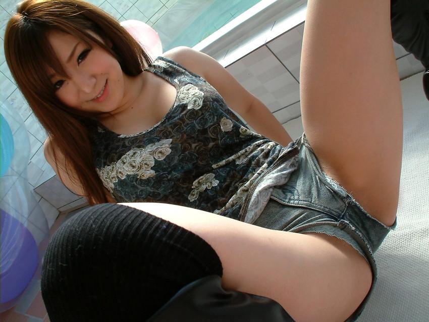 【ホットパンツエロ画像】女の子が薄着になる季節が恋しくなるホットパンツ! 66