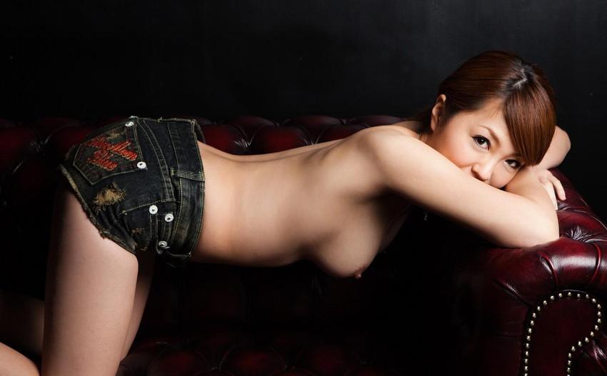 【ホットパンツエロ画像】女の子が薄着になる季節が恋しくなるホットパンツ! 76