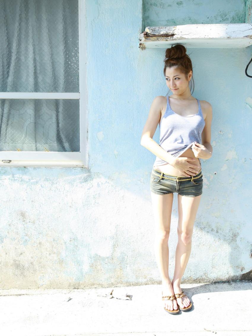 【ホットパンツエロ画像】女の子が薄着になる季節が恋しくなるホットパンツ! 77