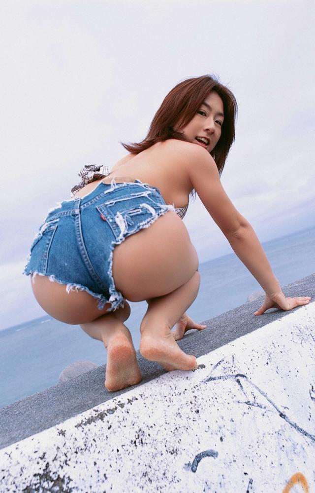 【ホットパンツエロ画像】女の子が薄着になる季節が恋しくなるホットパンツ! 82
