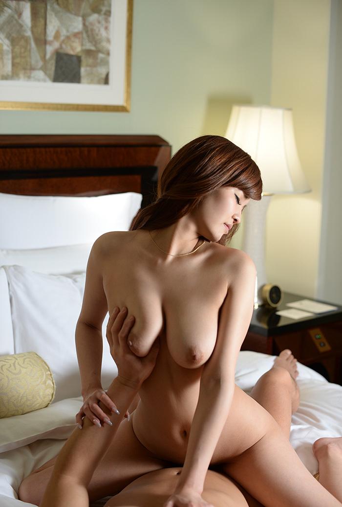【騎乗位エロ画像】ガチで気持ち良さそうな女性リードのセックスがこちら! 55