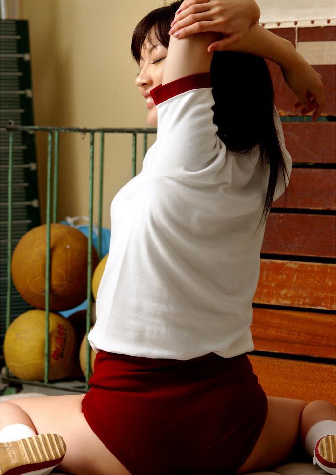 【体操服エロ画像】学生時代に好きだったアノ子に重ねて妄想を楽しむ! 76