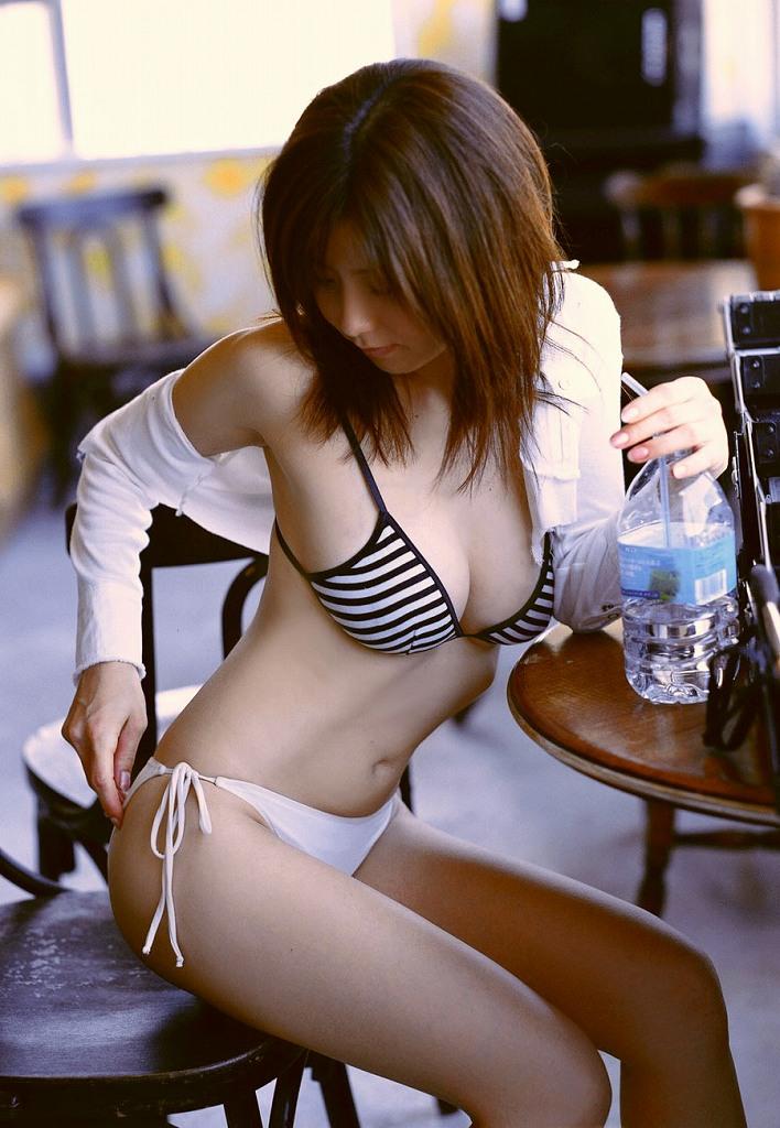 【ビキニエロ画像】これじゃまるで下着同然!露出度高すぎるビキニ水着ってエロッ! 73