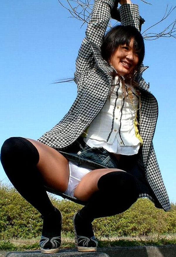 【パンチラエロ画像】美人美脚な女の子たちのスカートの中身、覗いたったぜw 14