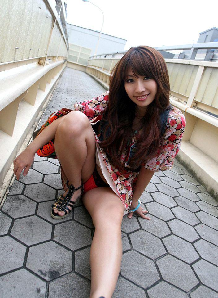 【パンチラエロ画像】美人美脚な女の子たちのスカートの中身、覗いたったぜw 18